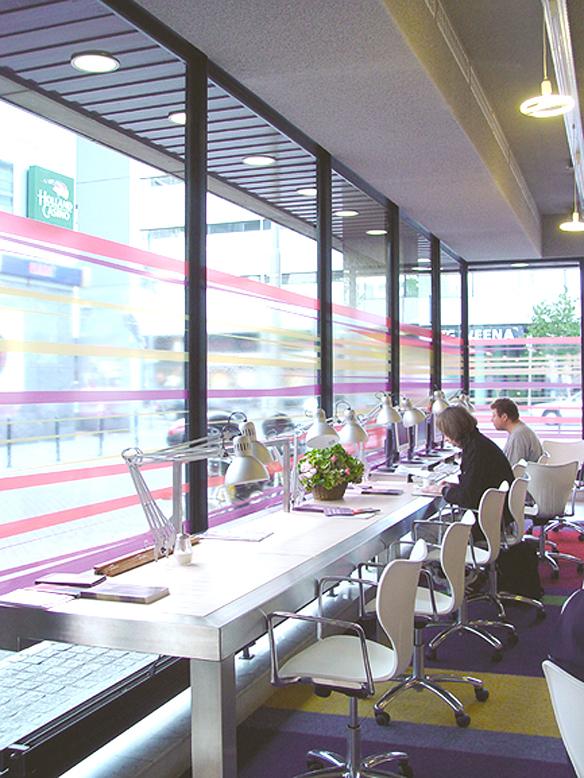 DSC00273_werken voor het raam