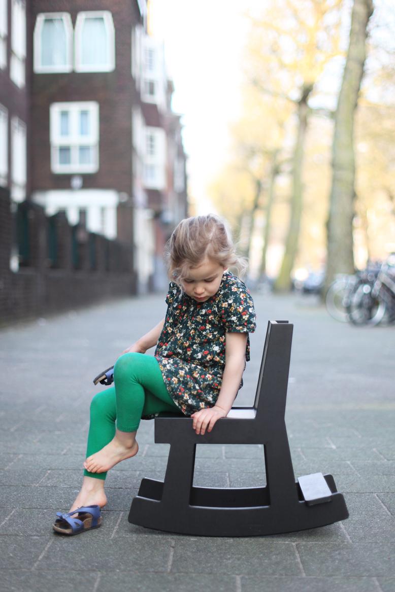 schommelstoel_zwart_buiten_2012